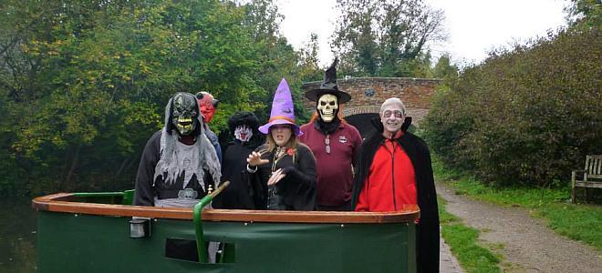 wey and arun halloween boat trip